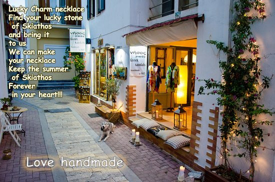 Skiathos Town, Greece: Εxcellent shop with handmade jewelry and sandals and much more. Theodore and Despina make the di