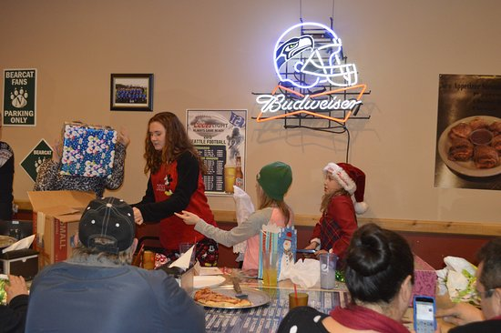 Eatonville, WA: Great party room for gift exchange