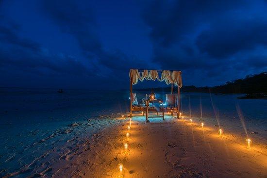 Munjoh Ocean Resort Moonlit Beach Candlelight Dinner