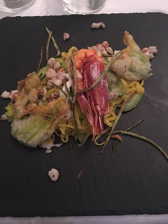 Savignano sul Panaro, Italia: Sfera di Diego Tagliolini con gamberi e fiori di zucca Risotto con speck  Vellutata di zucca gam