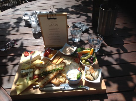 Russell, New Zealand: A seafood platter includes cheese and yummy chutneys