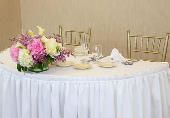 Marlborough, MA: Sweetheart Table
