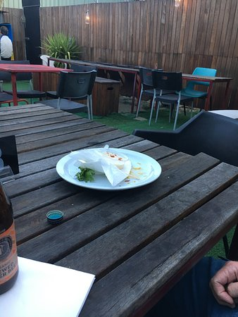 Wangaratta, Australien: Cool decor - grill from an Austin out in the beer garden