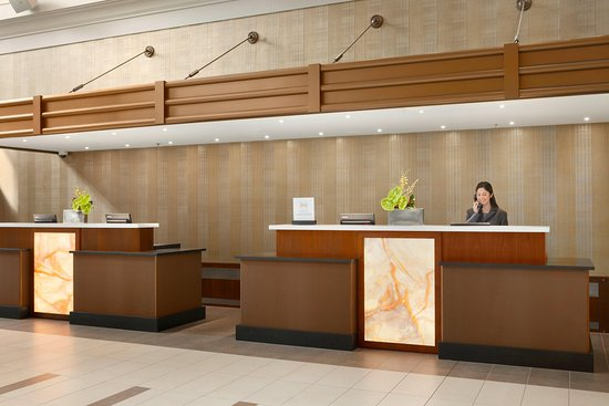 Embassy Suites by Hilton Chicago Downtown: Front Desk