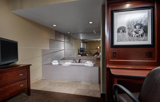 West Des Moines, IA: King Whirlpool Room