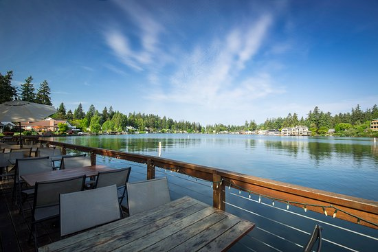 Restaurant dining on Lake Oswego