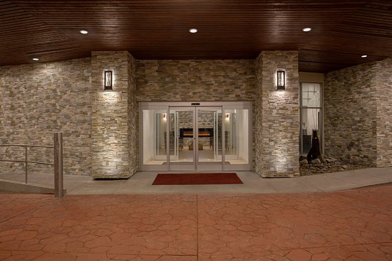 Welcome to the newly renovated Crowne Plaza in Lake Oswego!