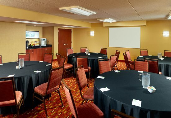 College Park, GA: Meeting Room - Banquet Setup
