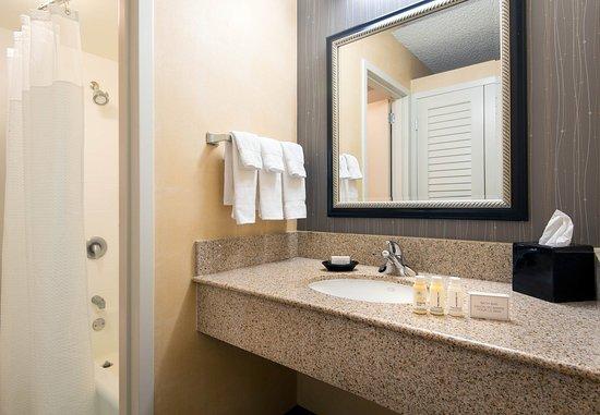 Beaverton, Oregón: Suite Bathroom