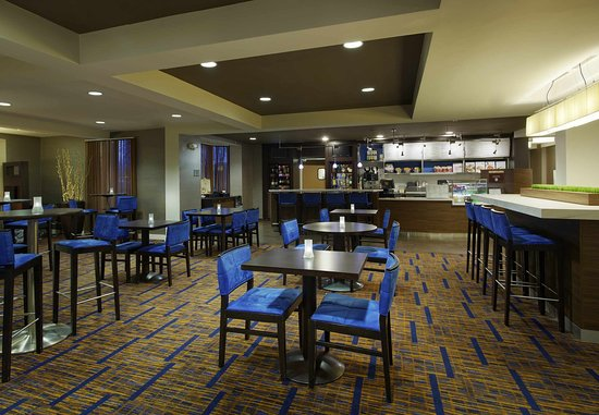 Saint Charles, IL: The Bistro – Dining Area