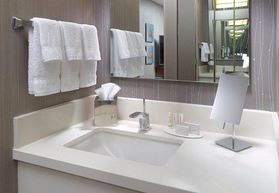 Alpharetta, GA: Guest Room Vanity