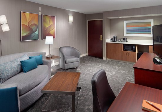 Alpharetta, GA: One-Bedroom Suite Living Area