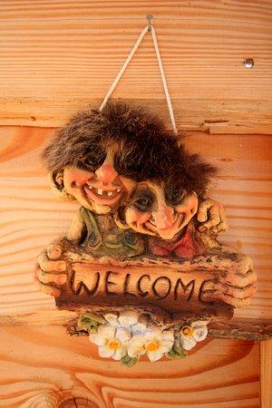 Caille, Frankrike: Les Trolls vous souhaitent la bienvenue !