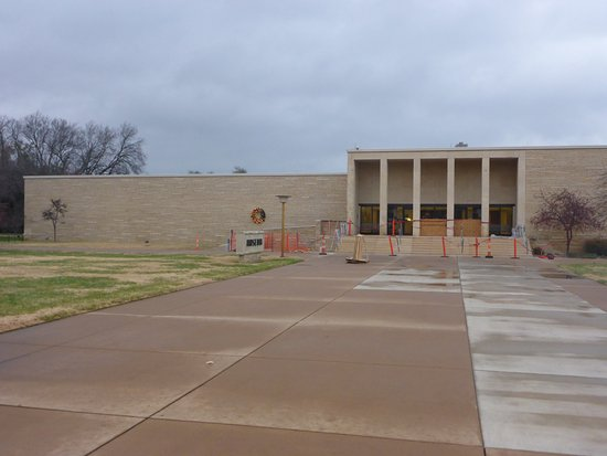 Dwight D. Eisenhower Library and Museum: Museum Entrance