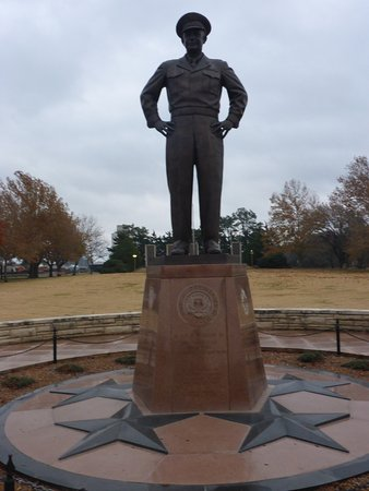 Dwight D. Eisenhower Library and Museum: Great Statue of DDE
