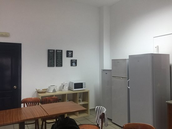 Santa Lucia, Spania: Very small self catering kitchen area.