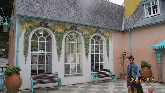 ‪‪Portmeirion‬, UK: One of the shops‬
