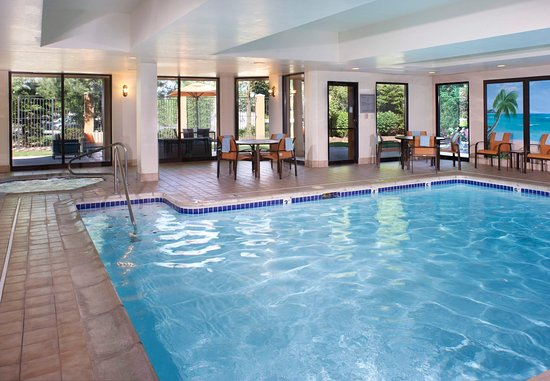Maumee, OH: Indoor Pool & Hot Tub