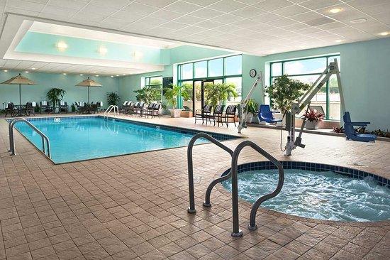 Lombard, IL: Pool