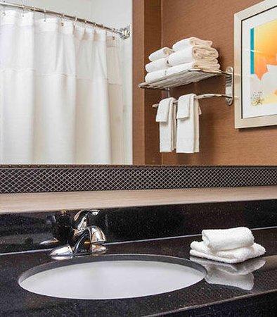 Oshkosh, WI: Guest Bathroom