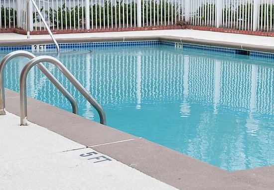 East Point, GA: Outdoor Pool