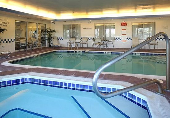 Streetsboro, OH: Indoor Pool & Whirlpool
