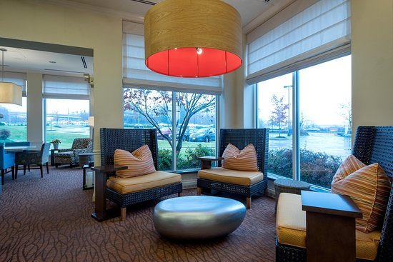 Owings Mills, MD: Lobby Seating Area