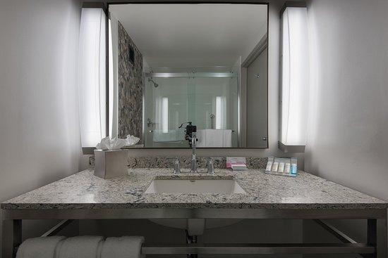 Owings Mills, MD: Guest Room Vanity