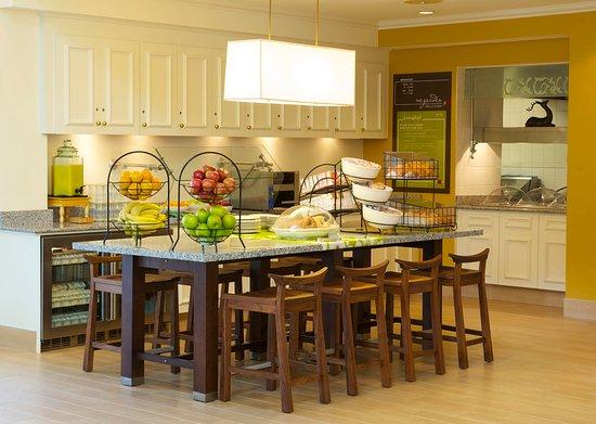 Hilton Garden Inn Jacksonville JTB / Deerwood Park: Breakfast Buffet