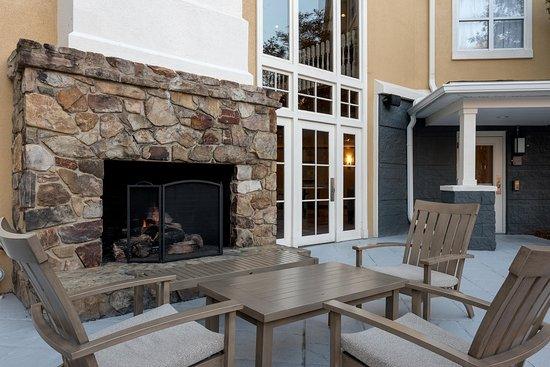 Homewood Suites by Hilton Raleigh/Cary: Patio Fireplace