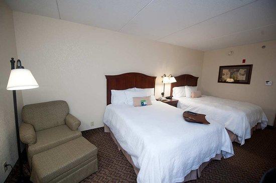Ashland, Βιρτζίνια: Two Queens Bedroom