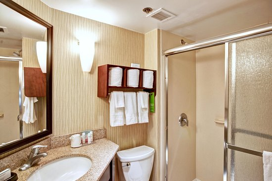 College Station, TX: Bathroom with Shower