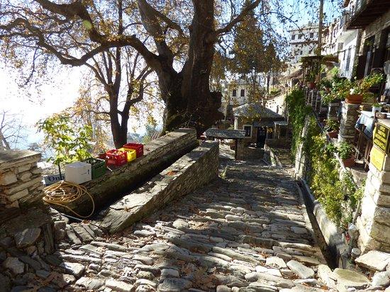 Makrinitsa, Grecia: Traditional small streets