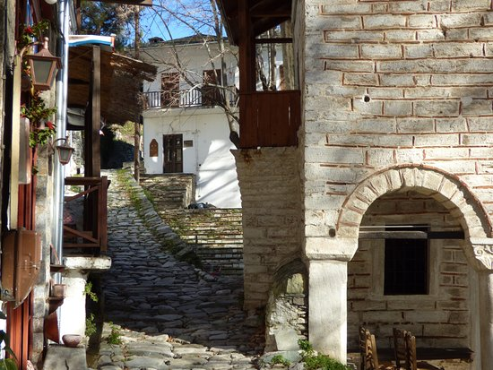 Makrinitsa house around the central Square