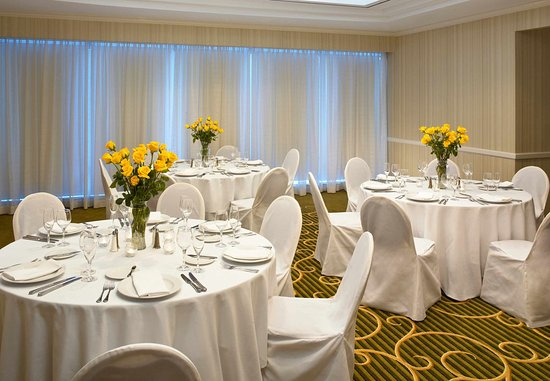 Downers Grove, IL: Stylish Wedding Receptions