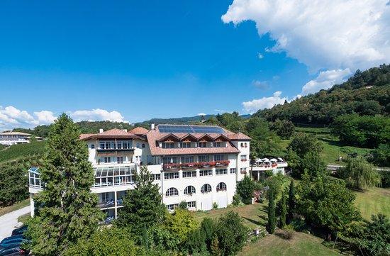 Hotel Tenz Montan Italien