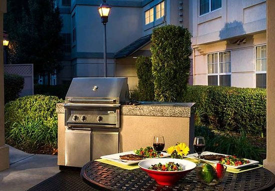 Pleasanton, CA: BBQ Area