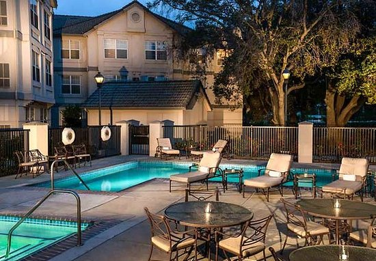 Pleasanton, Kalifornien: Outdoor Pool & Patio