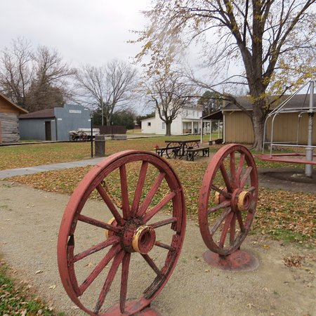 Abilene, KS: Wagon Wheels
