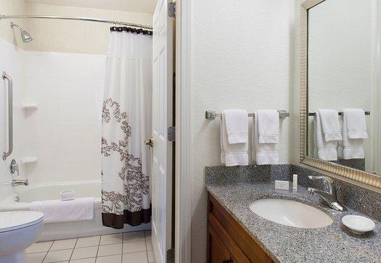 โรเจอร์ส, อาร์คันซอ: Guest Bathroom