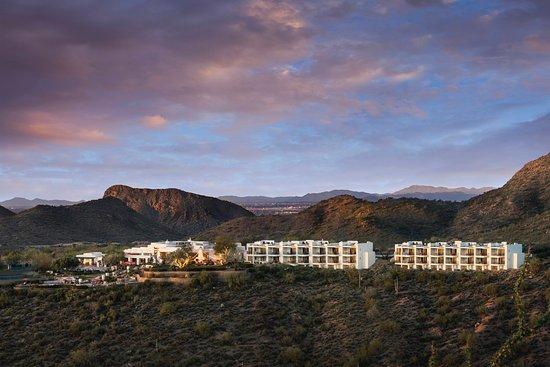 Fountain Hills, AZ: Unique hilltop location surrounded by beauty.