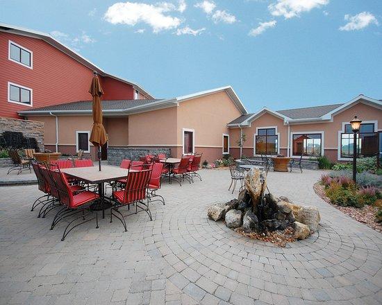 Norfolk, NE : Courtyard