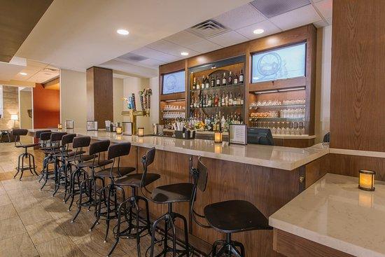 Mount Kisco, Estado de Nueva York: Unwind and enjoy a drink at our onsite bar & restaraunt - The Hub!