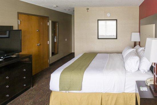 Big Rapids, MI: King Bed Suite