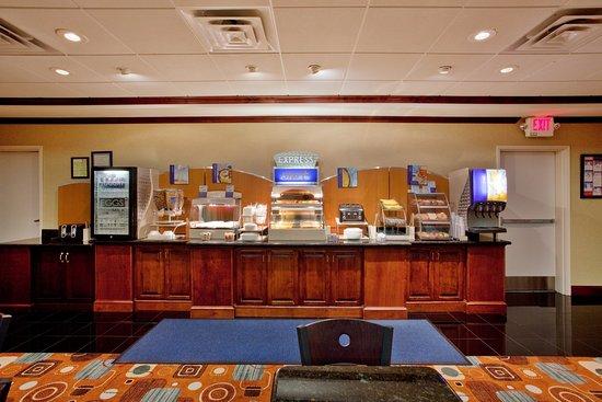 McDonough, GA: Breakfast Bar
