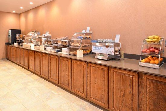 Breezewood, PA: Breakfast Bar