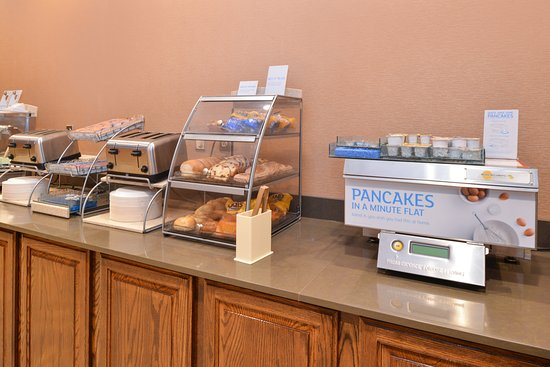 Holiday Inn Express Breezewood : Breakfast Bar