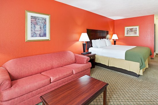 Dandridge, Tennessee: King Bed Guest Room