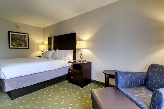 Holiday Inn Express Live Oak: King Bed Guest Room
