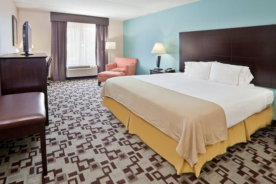 Apex, NC: Spacious King Guest Room